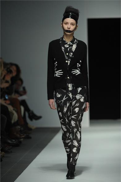 images/cast/10150559346062035=my job on fabrics x=devastee Fall 2012 show paris